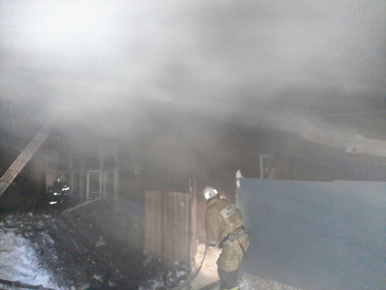 Пожарно-спасательные подразделения ликвидируют пожар в Яранском районе