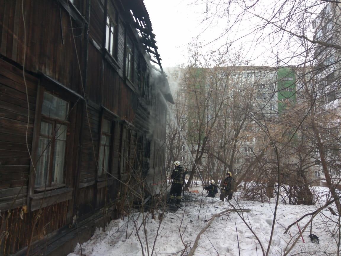 Пожарно-спасательные подразделения ликвидируют пожар в Ленинском районе г.Кирова