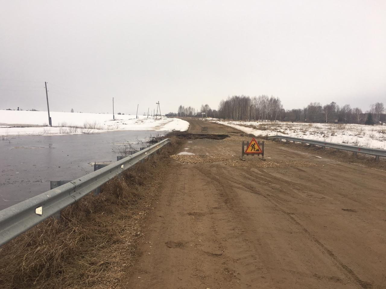 Размыв участка дорожного полотна автомобильной дороги в Пижанском районе