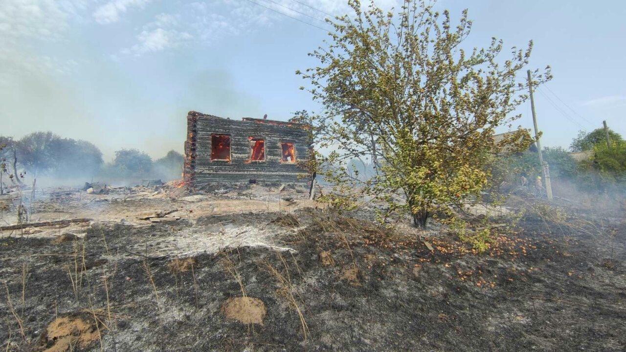Пожарно-спасательные подразделения ликвидируют пожар в Нолинском районе
